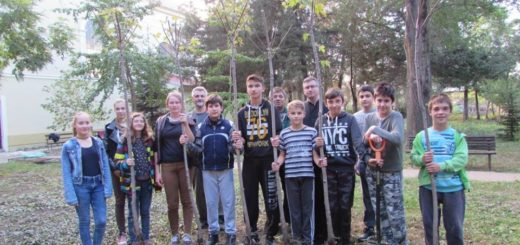 A bérmálkozásra készülő fiatalok egy csoportja