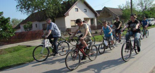 Pál atyával kerékpárral keltünk útra