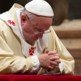 pope-francis-praying
